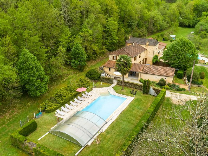 Spacious holiday house with large pool and large garden in Siorac-en-Périgord (, holiday rental in Saint-Germain de Belves