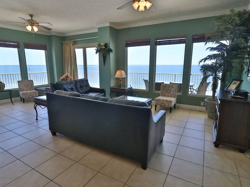 Treasure Island 3 Bedroom End Unit Largest Balcony in PCB, vacation rental in Panama City