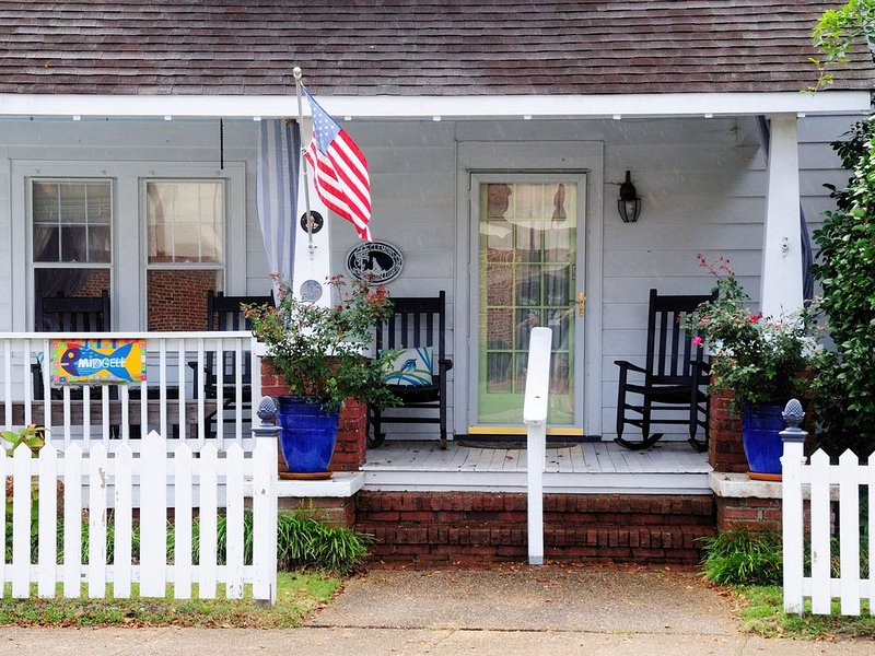 Midgett House is located in the Heart Manteo on Historic Roanoke Island OBX, holiday rental in Manteo