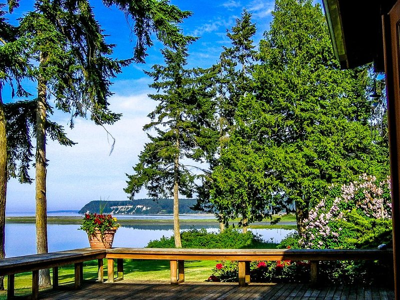 Charming Cottage in Stunning Waterfront Setting, vacation rental in Sequim
