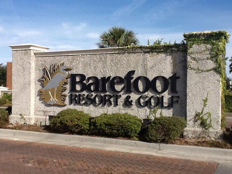 Entrada principal a Barefoot Resort & Golf. Bienvenida a todos nuestros huéspedes!