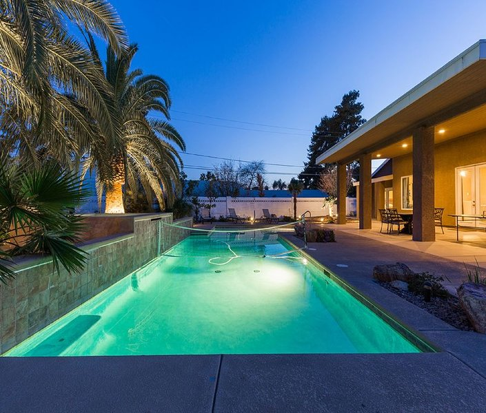 Family Friendly 3600 Sq Ft 5 Bedrooms 4 Bathrooms 3 Miles To Strip, aluguéis de temporada em Las Vegas