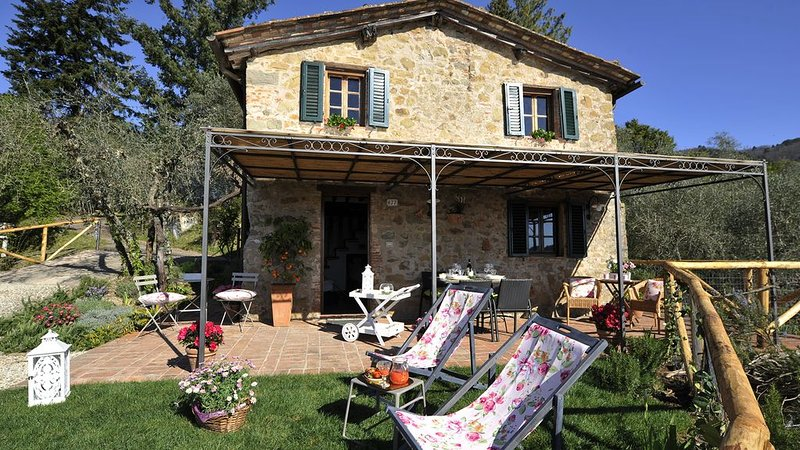 Charming rustic villa with fantastic view over the city., vacation rental in San Martino in Freddana