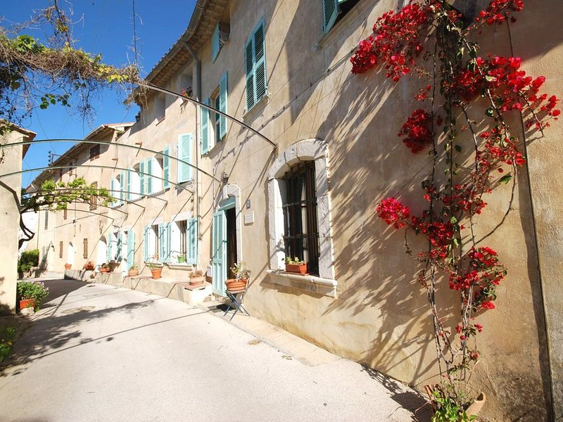 accommodation in the ' Bastide d'estienne', with terrace 20m², near the sea, holiday rental in Six-Fours-les-Plages