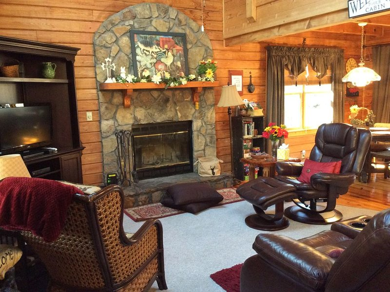 Beautifully Furnished Cabin In Pine Mountain Near Callaway Gardens And F.D.R., aluguéis de temporada em Pine Mountain Valley