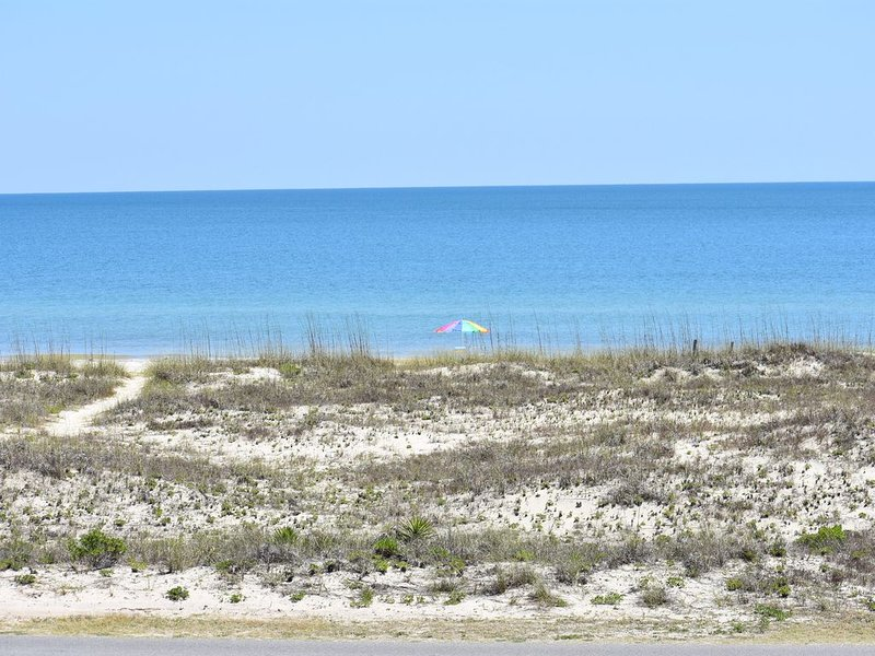 Blue Wave  - Beach Front Views Without Beach Front Rates!, holiday rental in Apalachicola