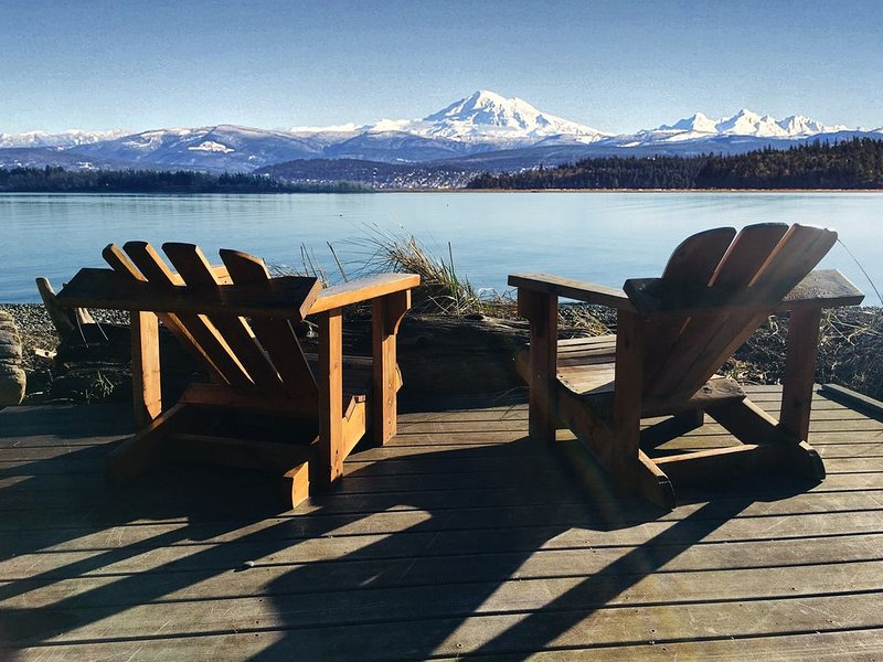 Relax on your own Beach - 100' of low bank waterfront, location de vacances à Lummi Island
