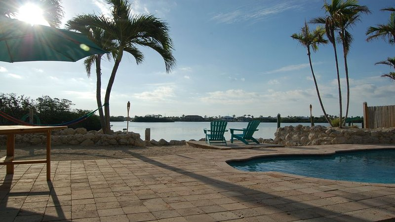 Coco Plum Paradise • Private Bayfront Home • Pool, Hot Tub, Dock & View, holiday rental in Marathon