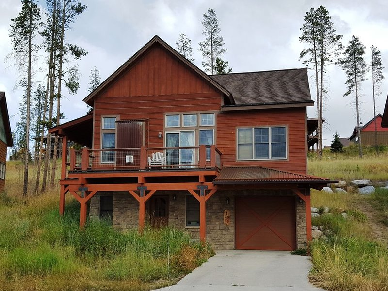 Beautiful Mountain Home - Comfortably Removed Yet Close to All-Season Activities, vacation rental in Fraser