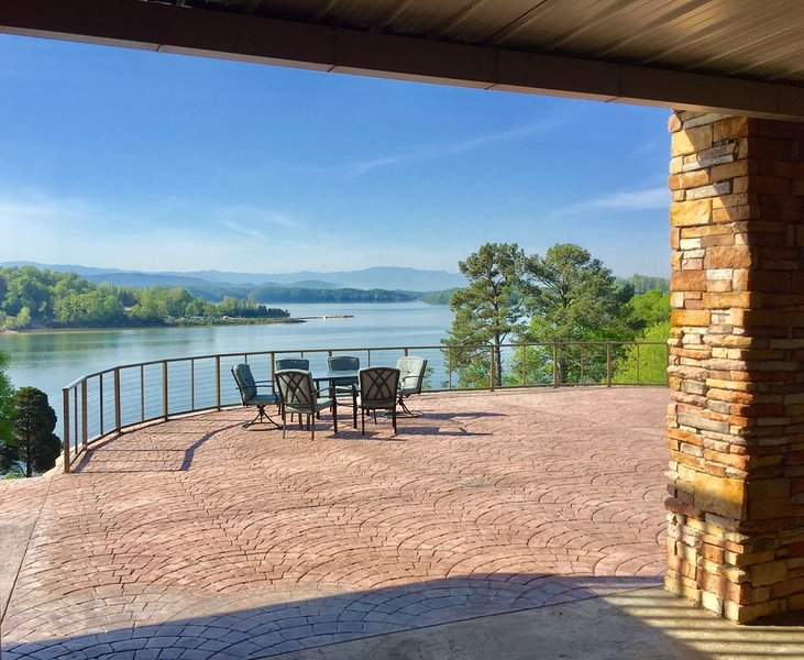 Lake front with 7 bedrooms (4 master suites) 5 baths, holiday rental in Dandridge