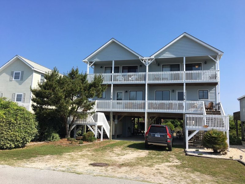 Remodeled 2016! Ocean views, close beach access. King master, 3BR/2.5b, private, alquiler de vacaciones en Holden Beach