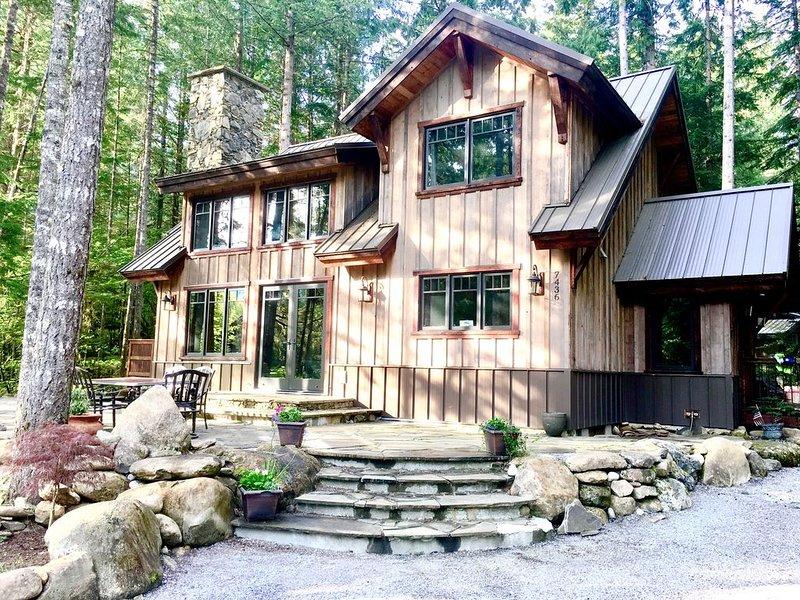 The Knotty Lodge, Luxury Mountain Retreat, Glacier WA, Mt. Baker, WiFi, Hot Tub, alquiler vacacional en Glacier