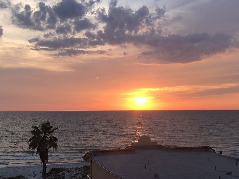Come Relax And Enjoy What The Beach Has To Offer, vacation rental in Indian Rocks Beach
