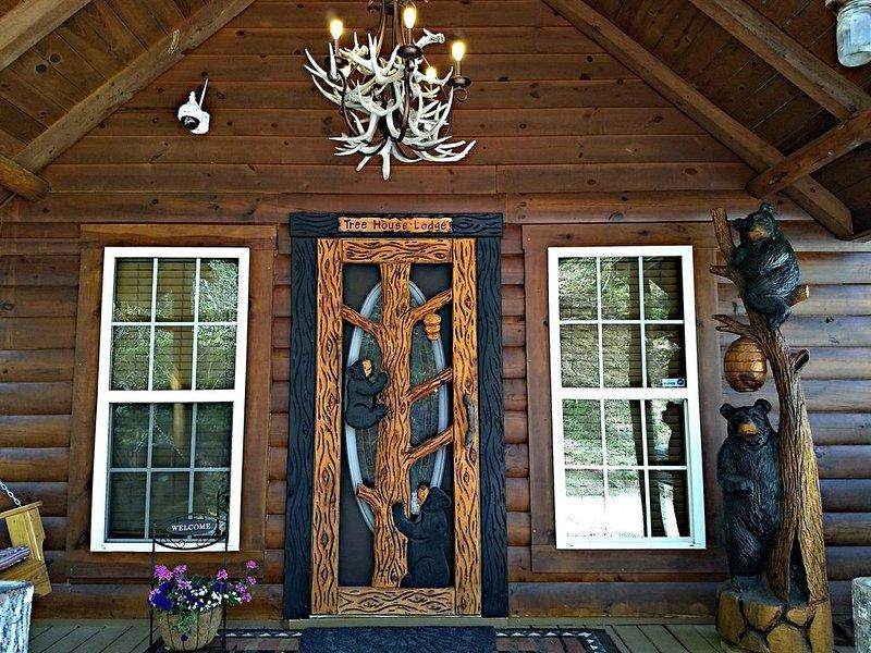 Tree  House Lodge (Real Log Mountain Paradise), aluguéis de temporada em Hiawassee