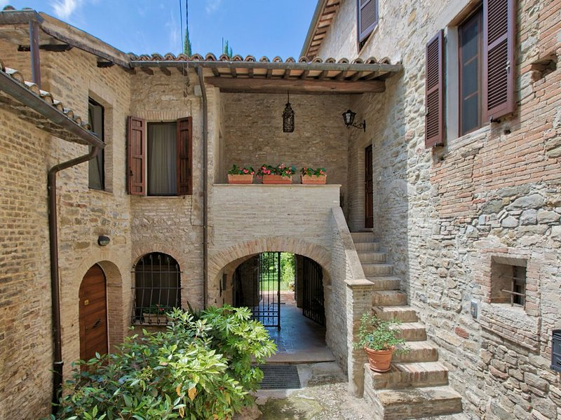 Beautiful and atmospheric holiday home with lots of comfort and a large, enclos, vacation rental in Gaglioli