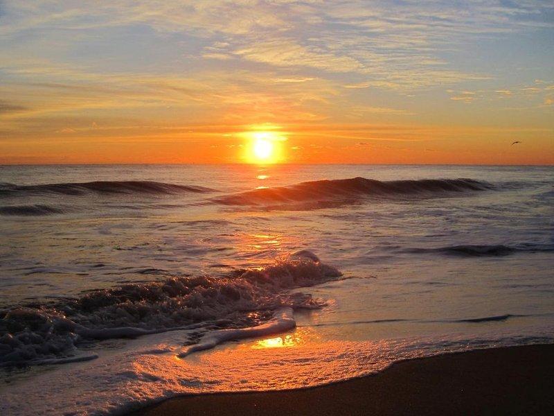 Lyssna på vågkraschen i stranden!