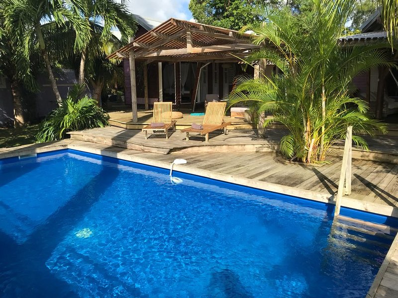 Luxurious Villa with private pool 3min from the beach of Saint Anne, holiday rental in Sainte-Anne