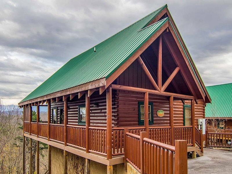 Social Distancing with Mtn Views! Self check-in. Close to Smoky Mtn Nat'l Park., holiday rental in Pigeon Forge
