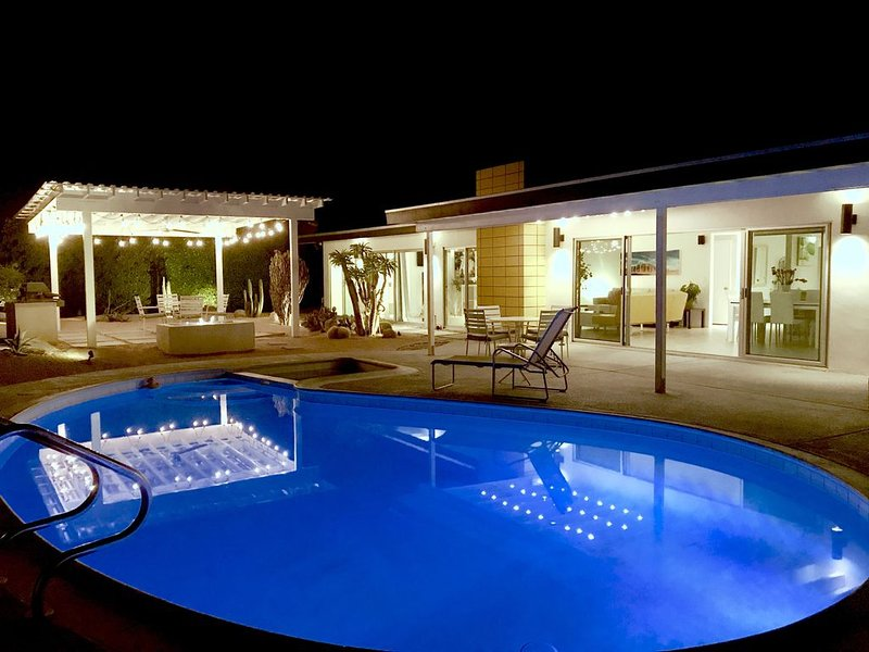 A spacious midcentury pool/spa home with recent upgrades, holiday rental in Palm Springs