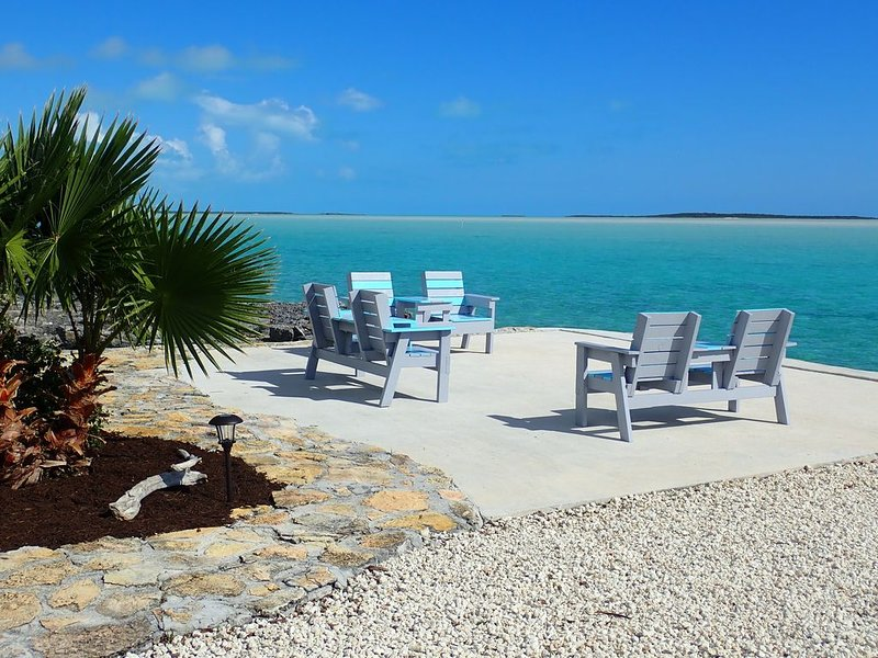 MeltAway Cottage: Water Front with Spectacular Views - Rest, Relax and Enjoy!, location de vacances à Georgetown