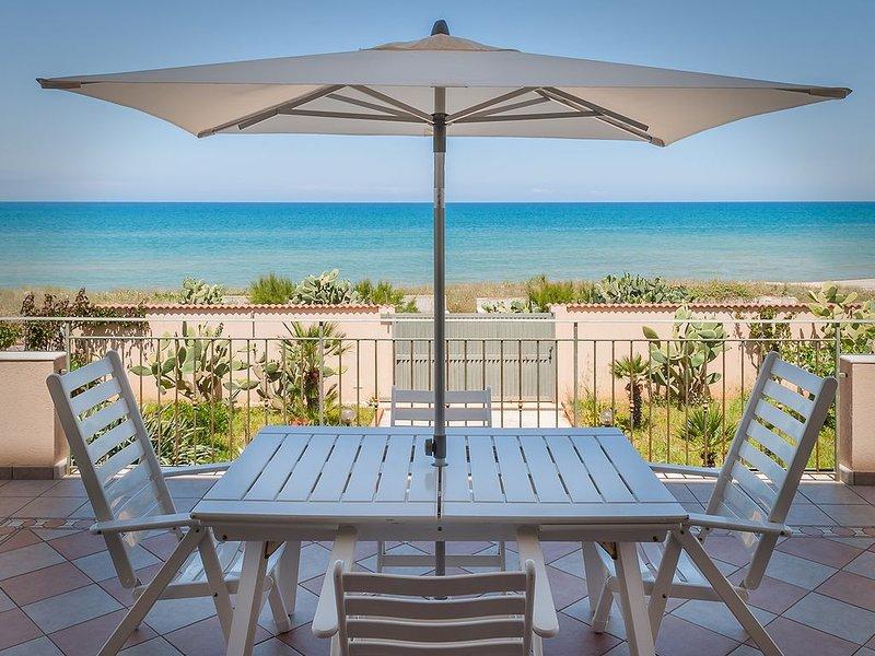 VILLA COMPLETAMENTE INDIPENDENTE: Vacanza da Sogno a soli 5m dal Mare, holiday rental in Alcamo