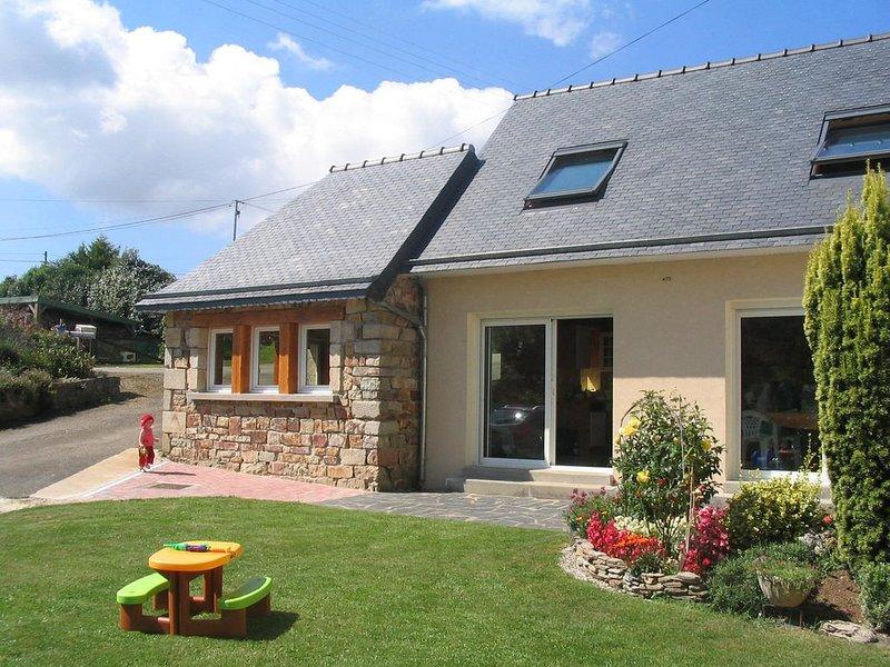 Superbe gîte tout confort avec jardin fleuri - presqu'ile de crozon - WIFI, holiday rental in Landevennec