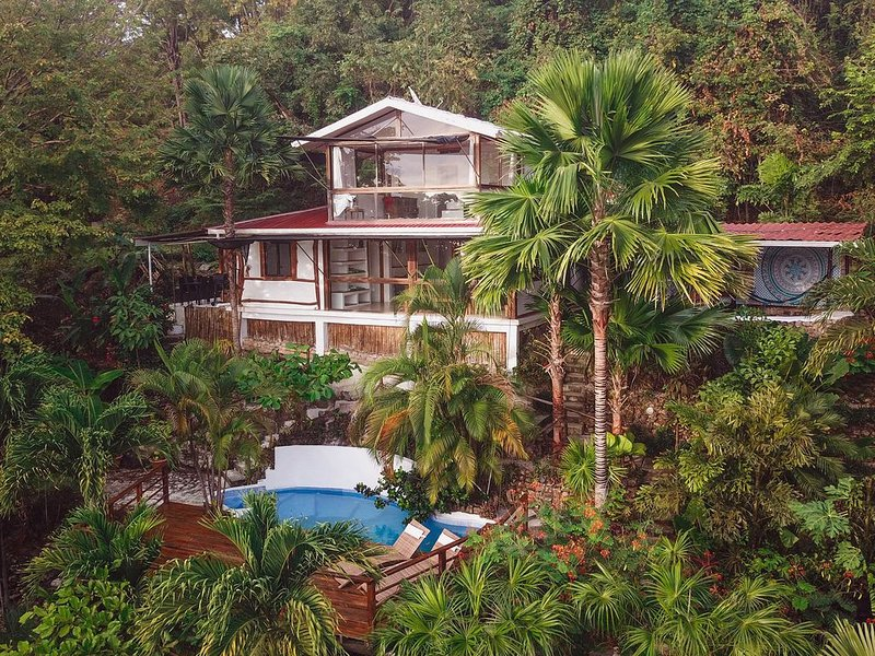 Beautiful oceanview home in the north of Santa Teresa. 200m from the beach �, vacation rental in Santa Teresa