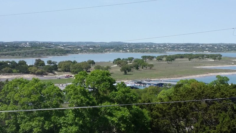 Karter's Canyon Lake Casa - Walk to Boatramp/Decks/Playscape/Big Backyard/Views, location de vacances à Canyon Lake