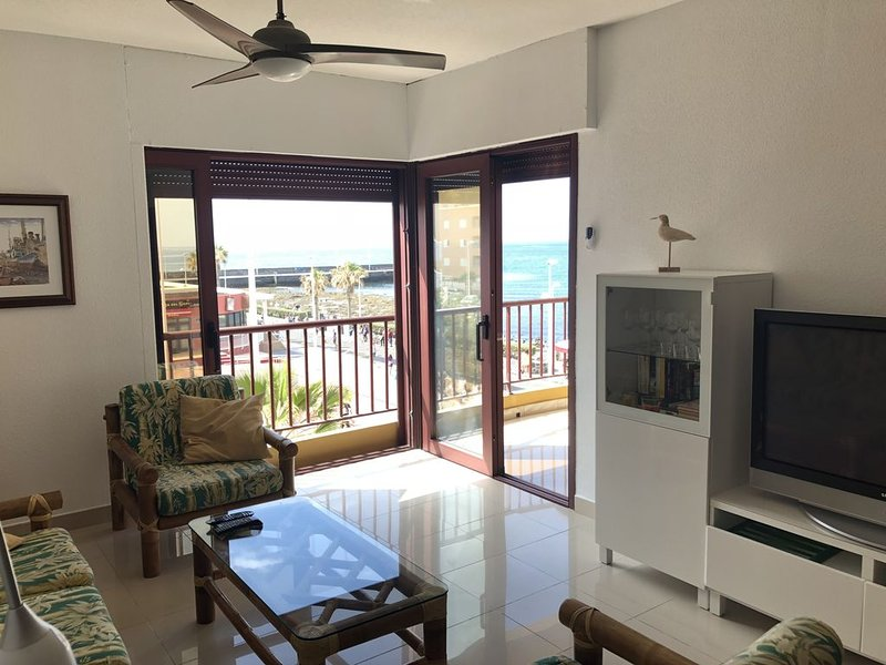 Maravillosas vistas. Primera linea de playa, WIFI y parking gratis, casa vacanza a El Medano