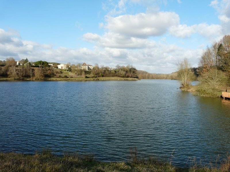 Lake of Escourroux (5 minutes drive)