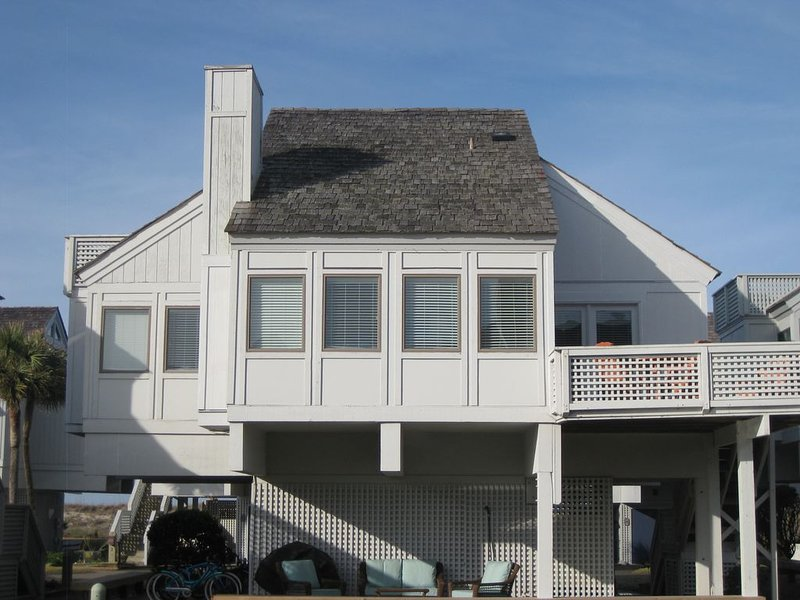 Some summer weeks still open! And beautiful fall dates., vacation rental in Bald Head Island