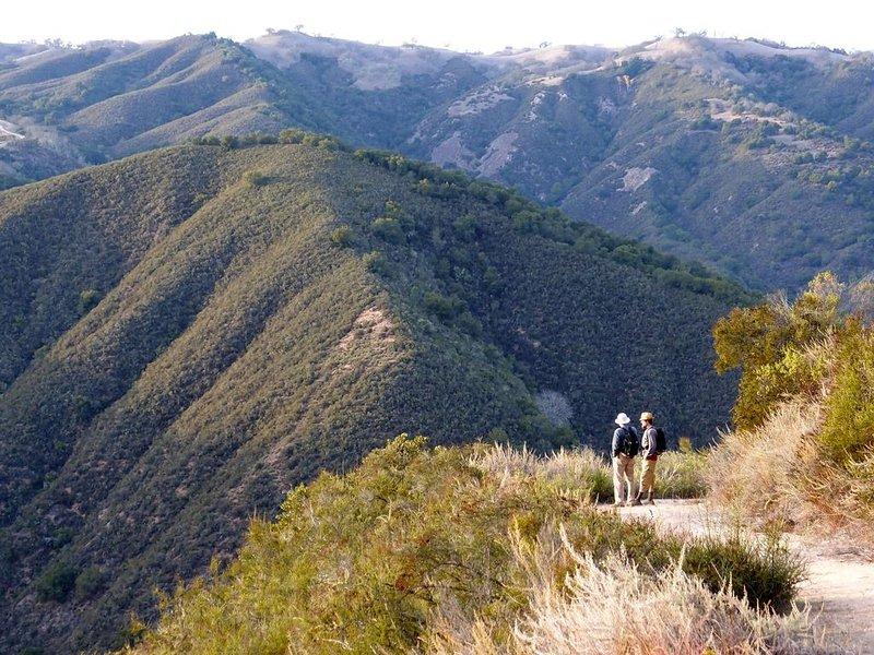 Vous pourrez faire de belles randonnées dans les collines du parc régional voisin de Garland Ranch!