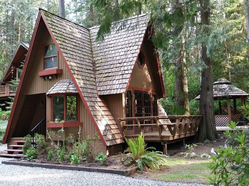 Delightful Chalet At Mt Baker with Outdoor Hot Tub..... Single Nights in Jan OK!, vacation rental in Glacier