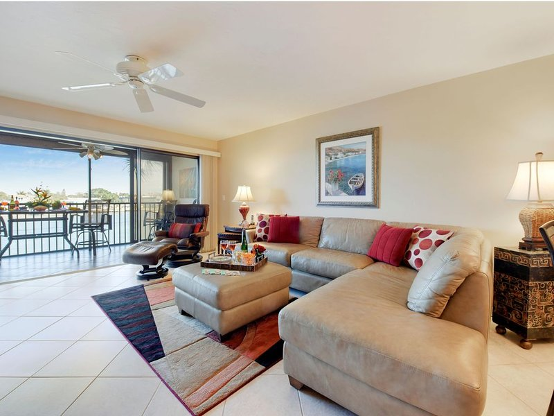 A Bayside Treasure - Exceptional Waterfront Views!!, holiday rental in Sarasota