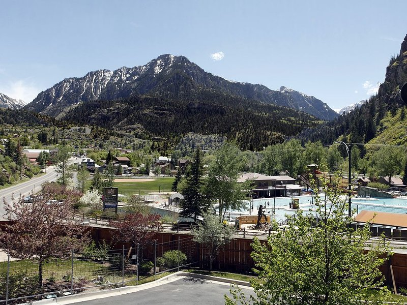 Luxurious New Townhome, Great Location with Spectacular Views, holiday rental in Ouray