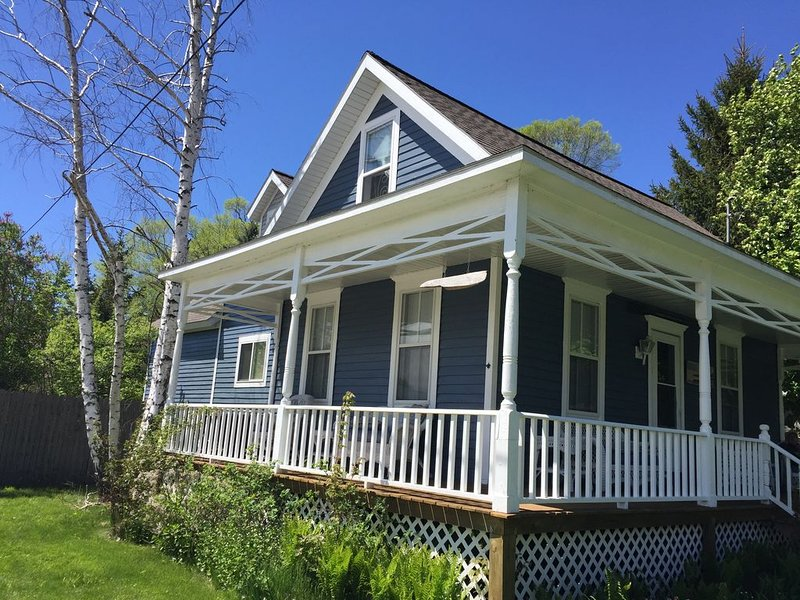 Family-Friendly Onekama Village Cottage, holiday rental in Manistee County