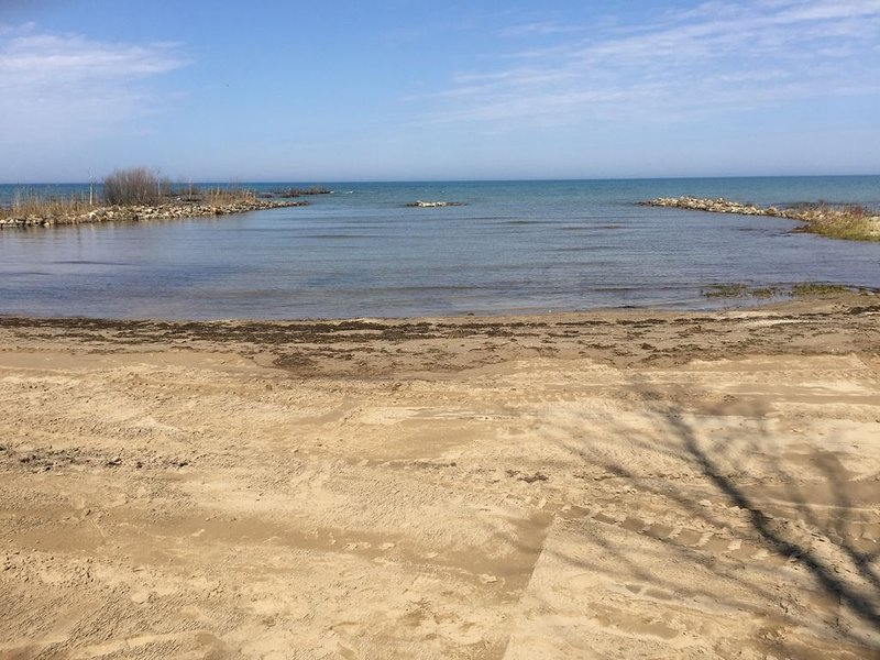 Beautiful Lake Front Cottage, alquiler de vacaciones en Kincardine