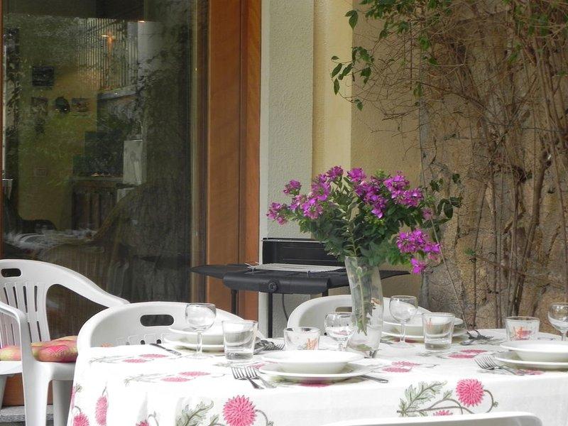 Casa Costa, comodo appartamento per famiglie vicinissimo al mare, holiday rental in Baunei