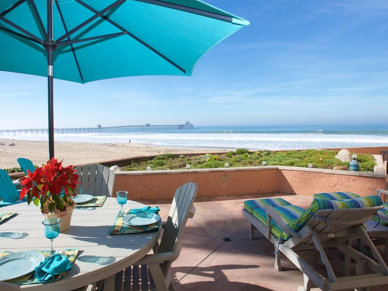 Serenity by the Sea~So SD~'Imperial Beach Chic'~Lux  Oceanfront 3Bd Condo w/Pool, casa vacanza a Imperial Beach