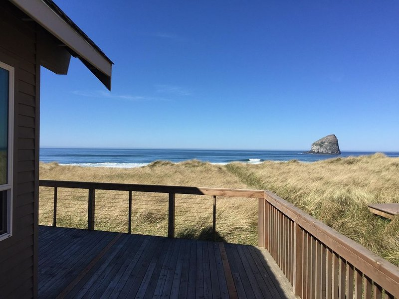 OCEAN FRONT - SPECTACULAR VIEW ...... ANCHOR DOWN, vacation rental in Pacific City