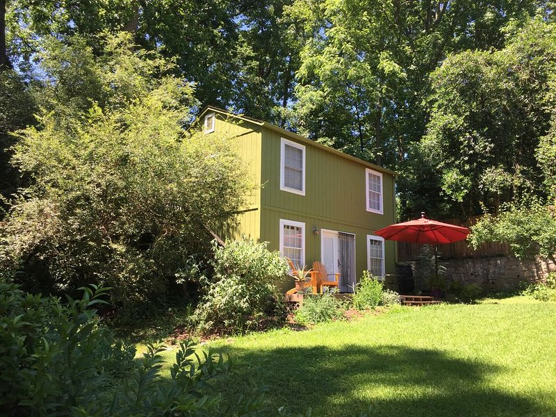 Charming & Quiet Carriage House, holiday rental in Atlanta