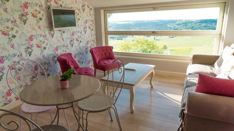 Gîte Le Petit Nid***, dans un village à 15km de Nancy, avec vue sur la vallée, vacation rental in Meurthe-et-Moselle