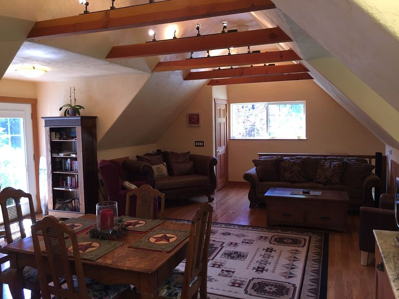 Serene Hobby Farm Cottage Get Away, 10 Minutes From Mount Vernon., location de vacances à Mount Vernon