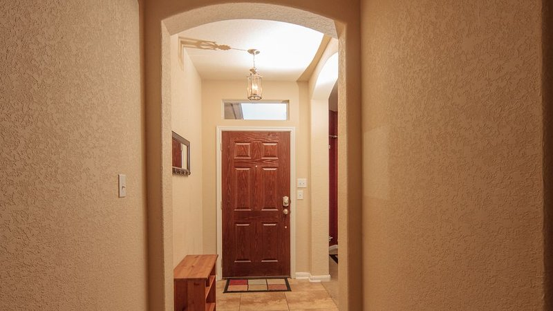 BMT DISCOUNT:Large Comfortable Home, Close to Lackland AFB, vacation rental in San Antonio