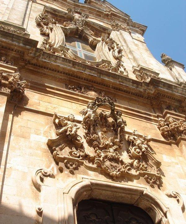 En av de många fantastiska barock fasaderna i Martina Franca.