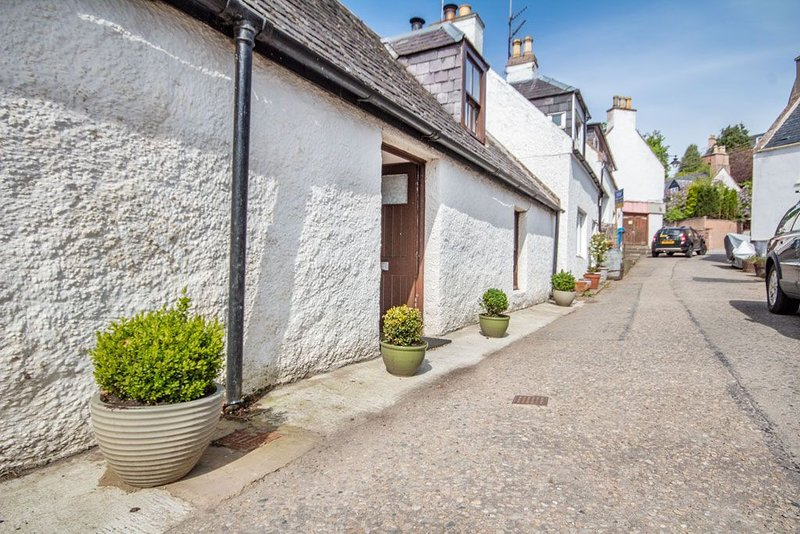 Traditional fisherman's cottage in the scenic Black Isle village of Avoch, location de vacances à Munlochy