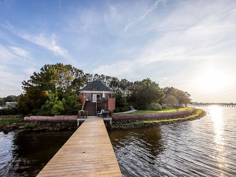 Waterfront Bungalow for Relaxation and Sanctuary, alquiler de vacaciones en Virginia Beach
