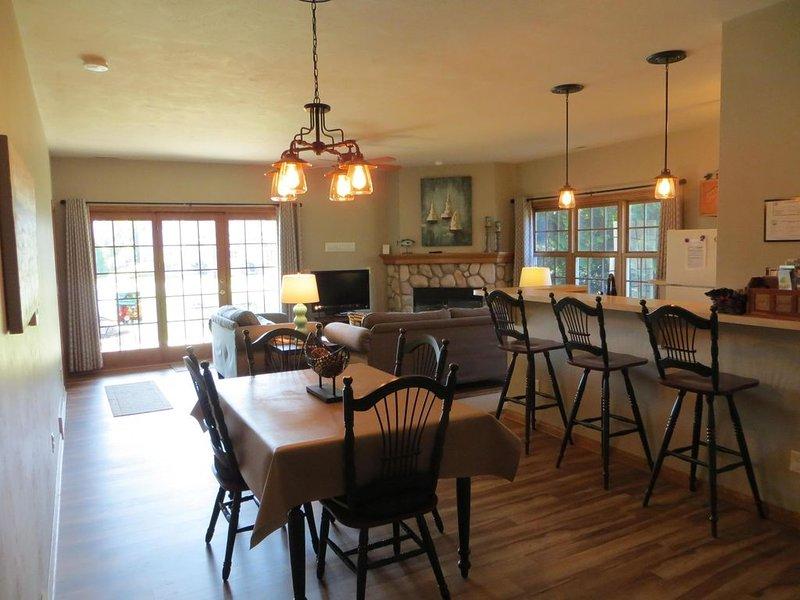 Northhaven - Great Family Value Retreat! Free WiFi, casa vacanza a Fish Creek