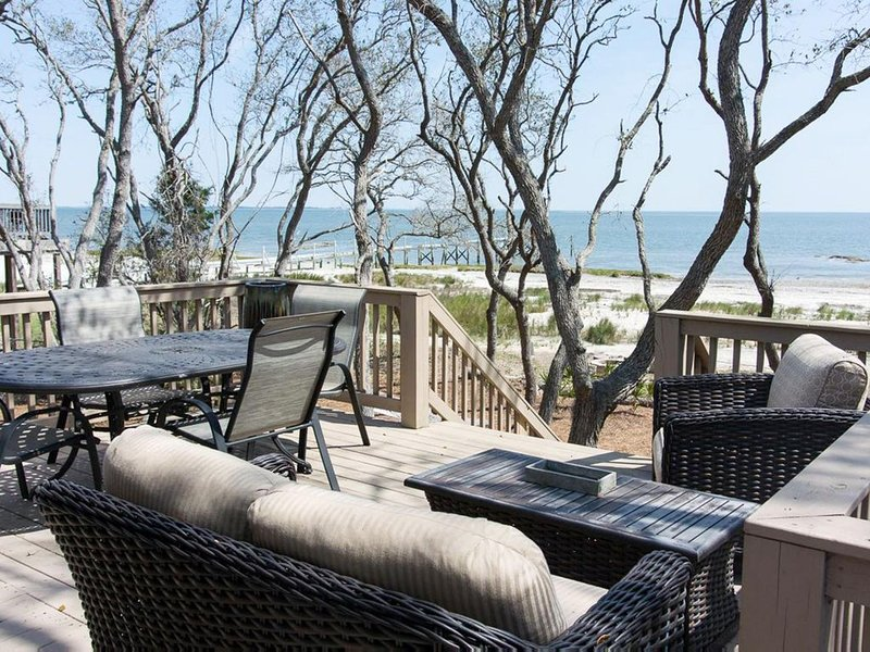 Modern, waterfront home with fire-pit and wifi; pets permitted, vacation rental in Harbor Island
