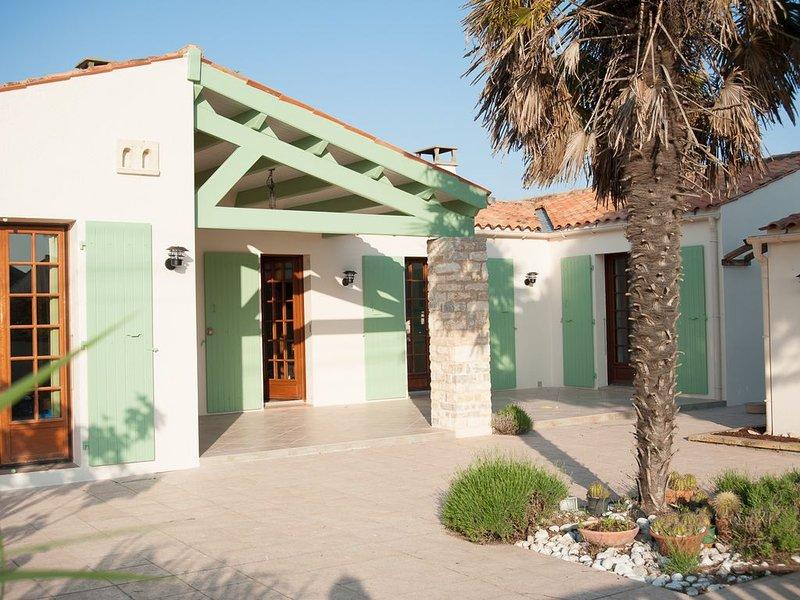 Villa familiale 110 m2 sur 550 m2 clos. 3 Chambres, 2 SDB, 2WC Tout confort., vakantiewoning in Saint-Georges d'Oléron